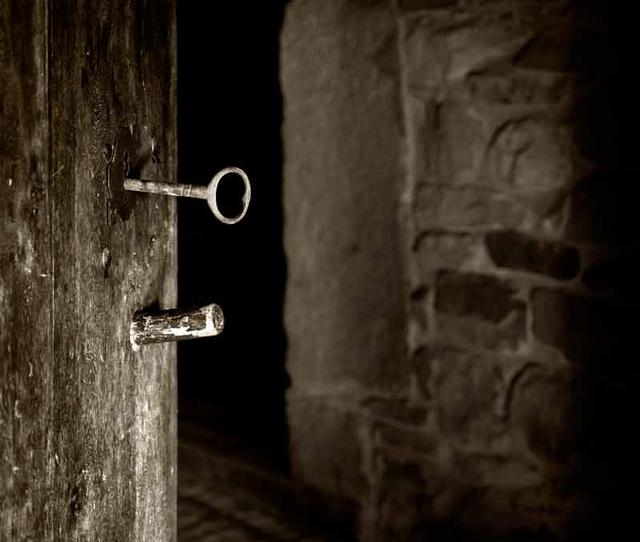 La envidia de afrodita puerta cerrada - Llaves antiguas de puertas ...
